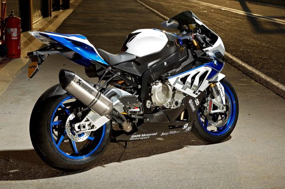 2013-BMW-S1000RR-HP4-119