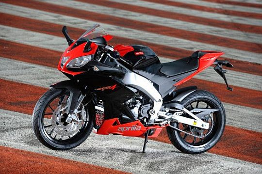 2012-Aprilia-RS4-125-Sports-Motorcycle-1