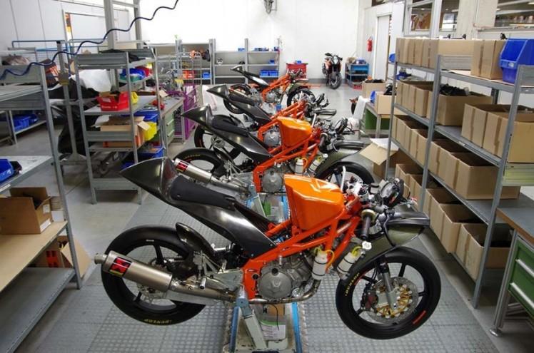 KTM-RC250R-Production-Racer-2013-09-888x588