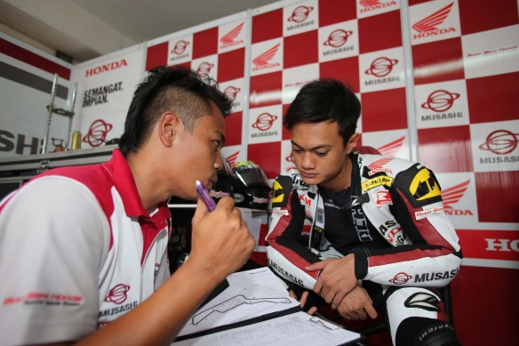 Zaqhwan Zaidi talking to his mechanic in Indonesia