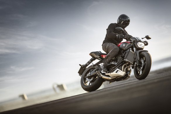 Yamaha-MT-07-Action-2014-1