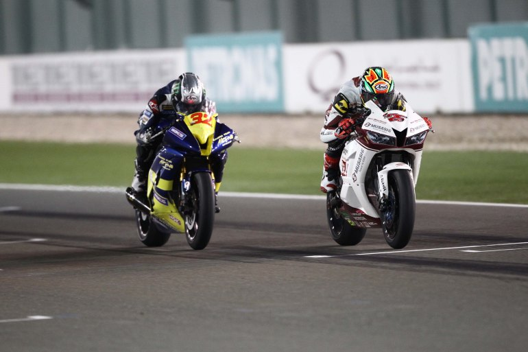 Broc Parkes 32 and reigning SuperSports 600cc champion, Azlan Shah Kamaruzaman during the 2013 season finale at the Losail Circuit