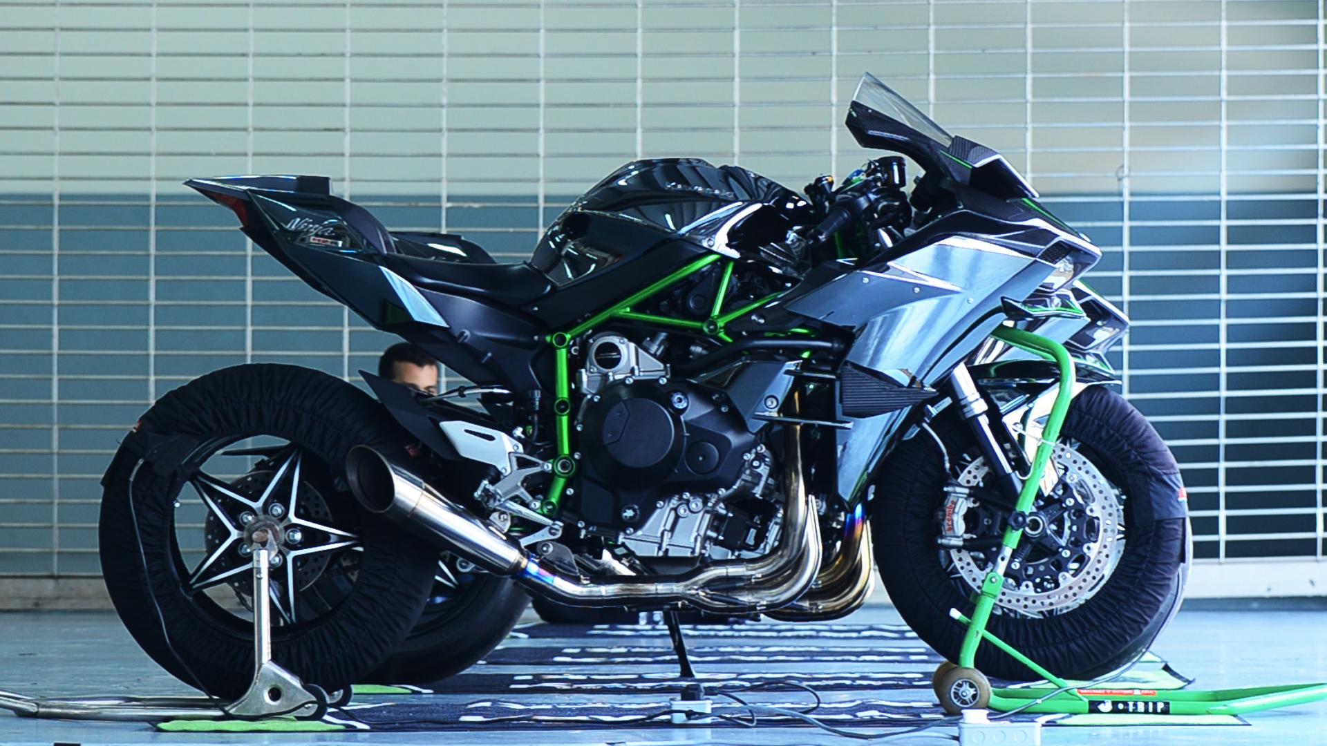 Kawasaki H2 Amp H2r Ridden And Filmed Malaysian Riders