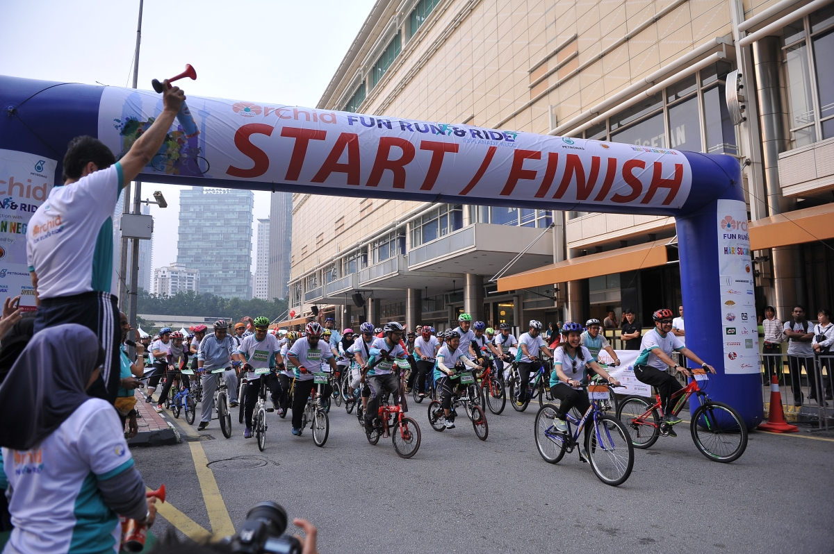 Flag-off of cyclists at the inaugural Orchid Fun Run & Ride, which saw over 3,000 adults and children supporting the launch of Hari Sukan Negara 2015 at the KLCC Park.