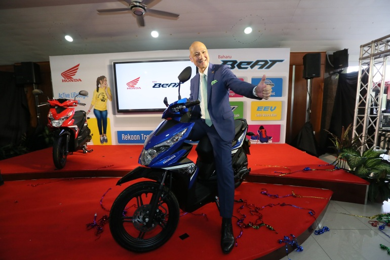 Managing Director and CEO of Boon Siew Honda, Mr. Nobuhide Nagata, launches the all new Honda BeAT!