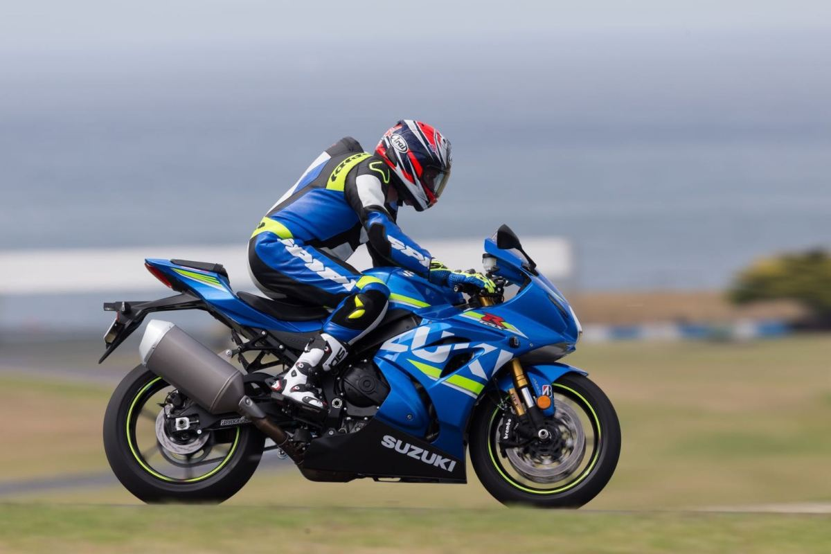 2017-suzuki-gsx-r1000r-first-ride-fast-facts-2