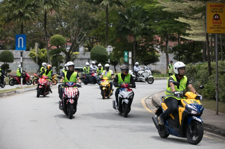 05 Media getting a firsthand experience of the outstanding performance offered in the Vario 150
